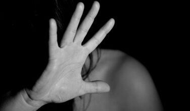 """Photo of """"V"""" di violenza e vergogna"""