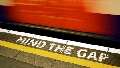"""Photo of """"Mind the Gap"""": l'amore corre sulla metro di Londra"""