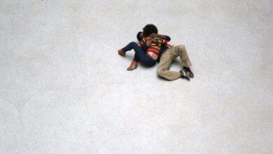 """Photo of Tino Sehgal e un bacio tra le """"cose"""" antiche"""